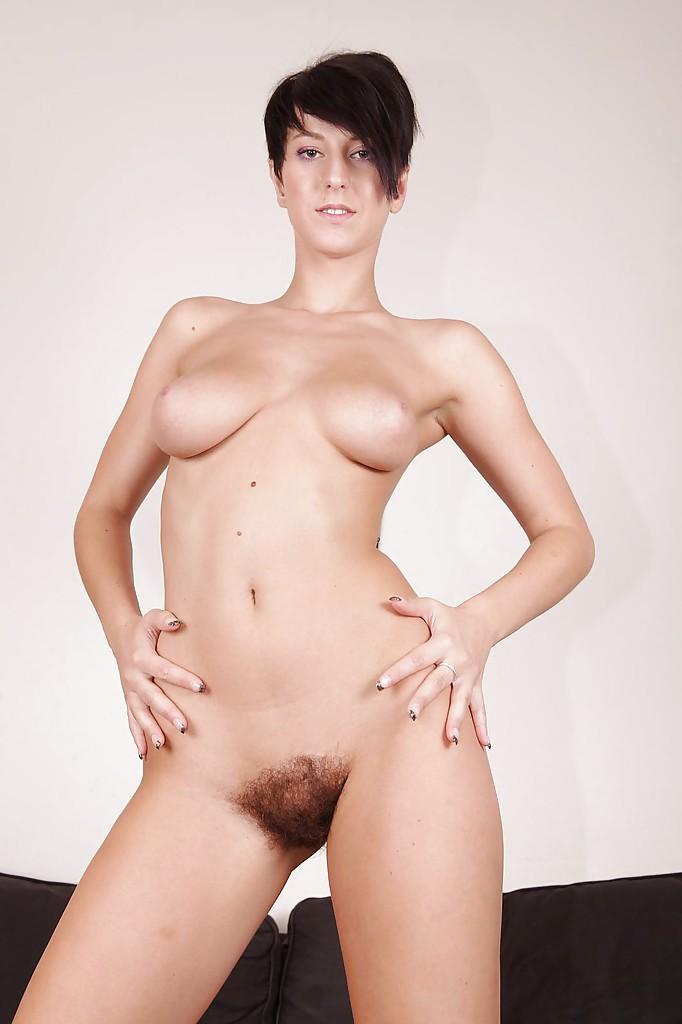 Красотка из Чехии со своей волосатой мандой - фото #9