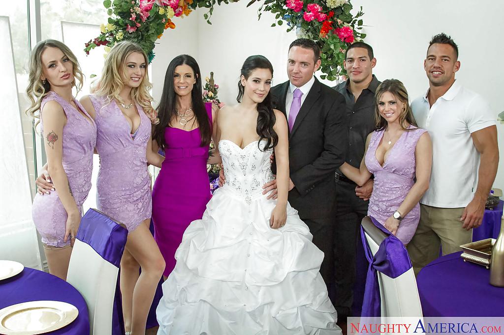 Сразу после свадьбы свидетели занялись сексом