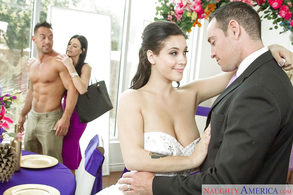 Сразу после свадьбы свидетели занялись сексом - фото #1