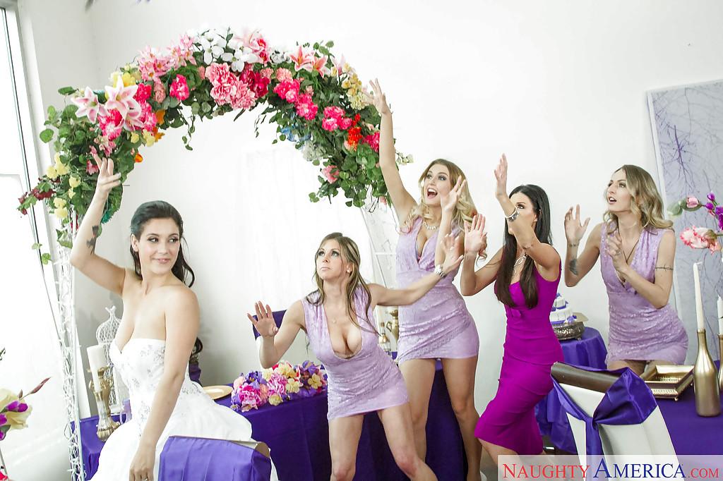 Сразу после свадьбы свидетели занялись сексом - фото #2