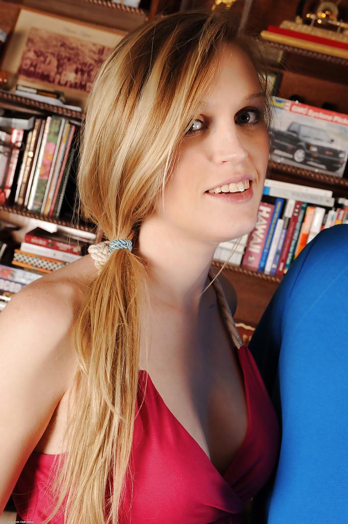 Аккуратный секс с беременной подругой Amanda Bryant - фото #0