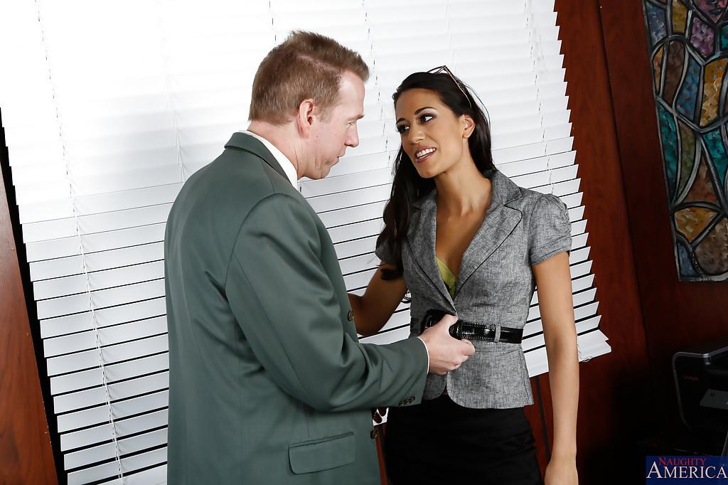 Начальник поимел личную помощницу - фото #0