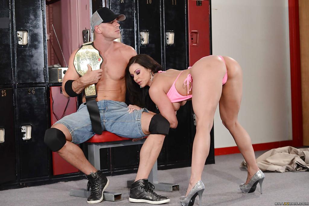 Брюнетка Kendra Lust порадовала чемпиона сексом
