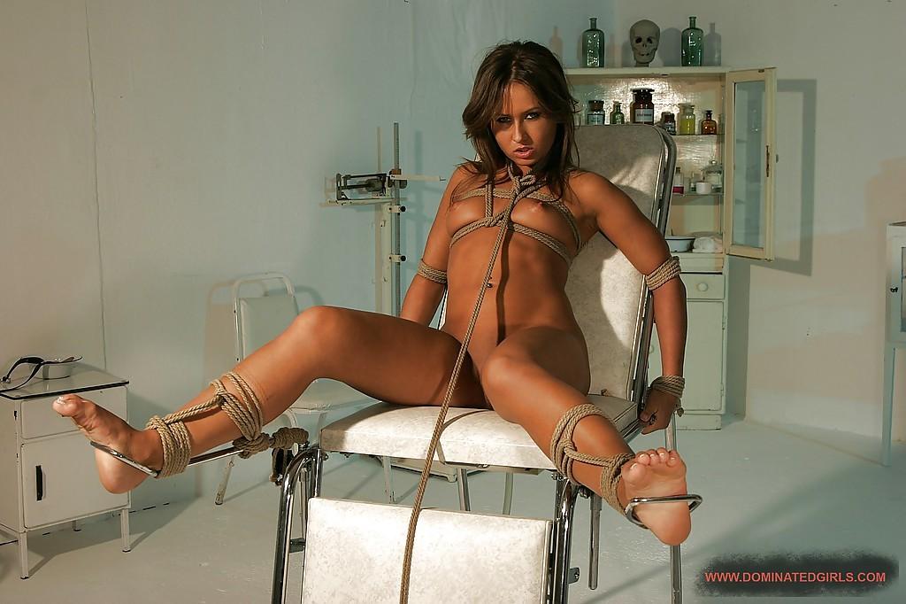 Покорную рабыню связали перед сексом - фото #3