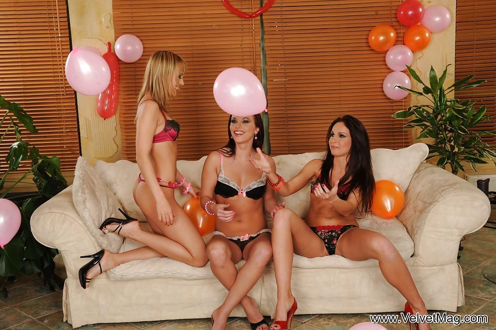 Лесбиянки кайфанули от фистинга руками - фото #2