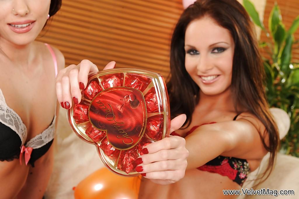 Лесбиянки кайфанули от фистинга руками - фото #3