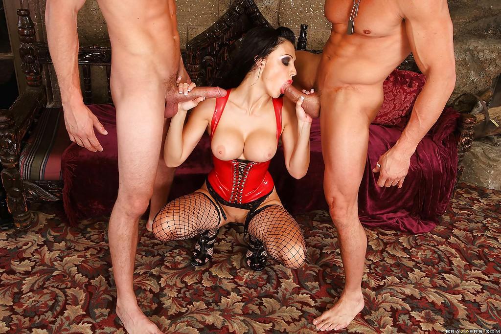 Коварная вампирша Aletta Ocean обожает мужские члены - фото #14