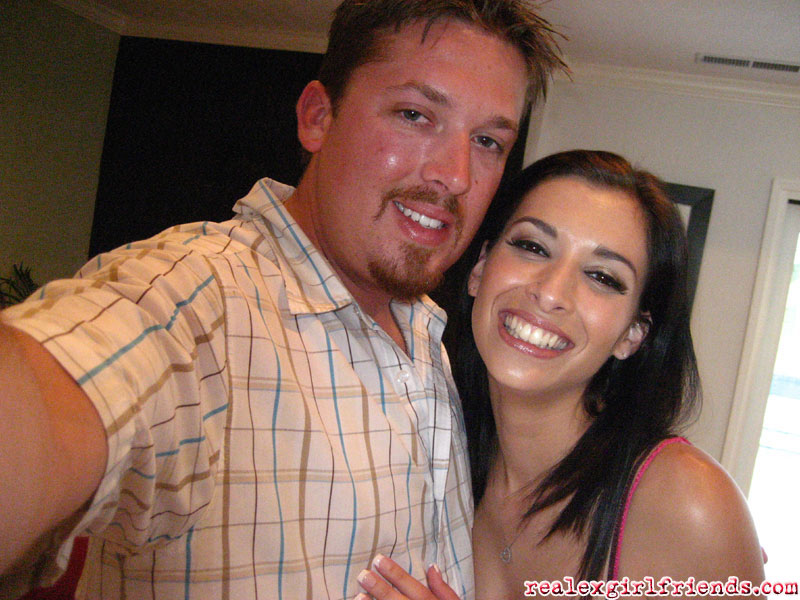 Мужчина поиграл с молодой любовницей - фото #1