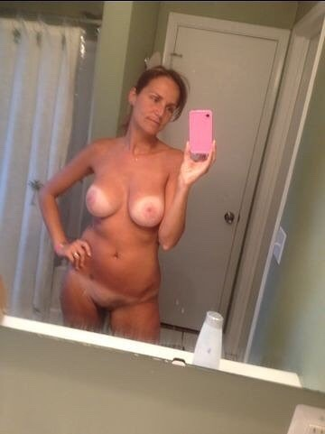 Дамы в возрасте тоже любят снимать себя голышом