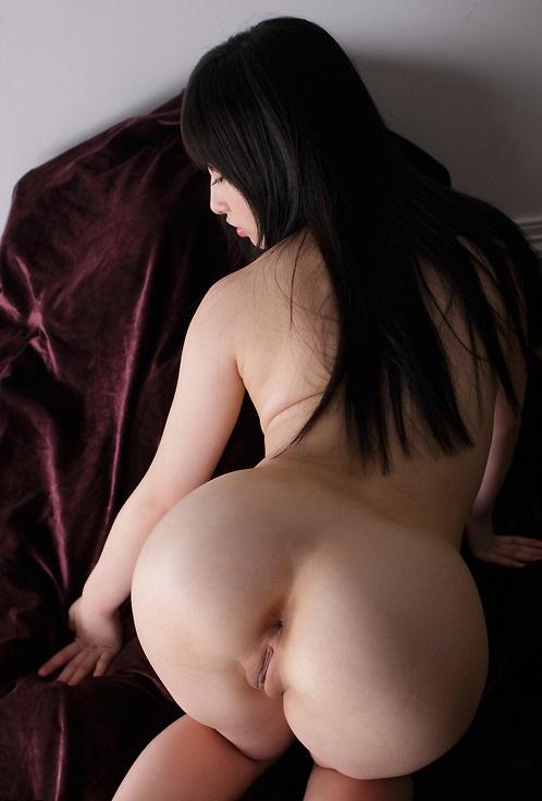 Обладательницы упругих жоп хвастаются своими телами - фото #1