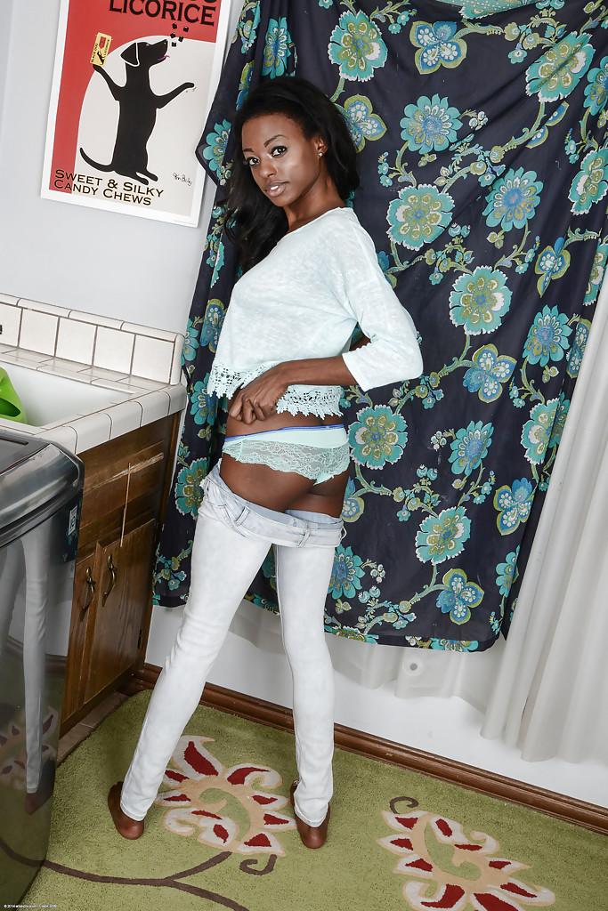 Негритянка Тиффани Тейлор показала раскрытое влагалище - фото #1