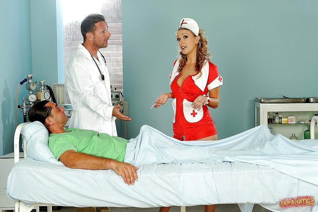 Медсестре достались два пениса