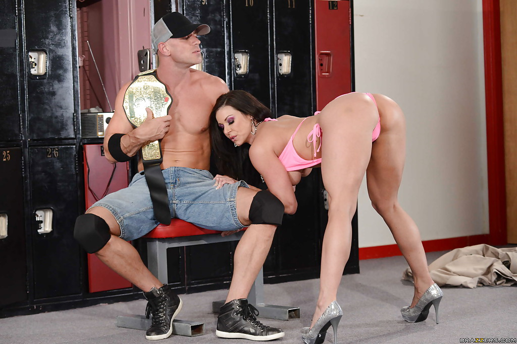 Брюнетка Kendra Lust порадовала чемпиона сексом - фото #0