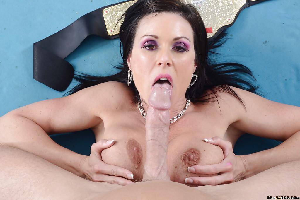 Брюнетка Kendra Lust порадовала чемпиона сексом - фото #13