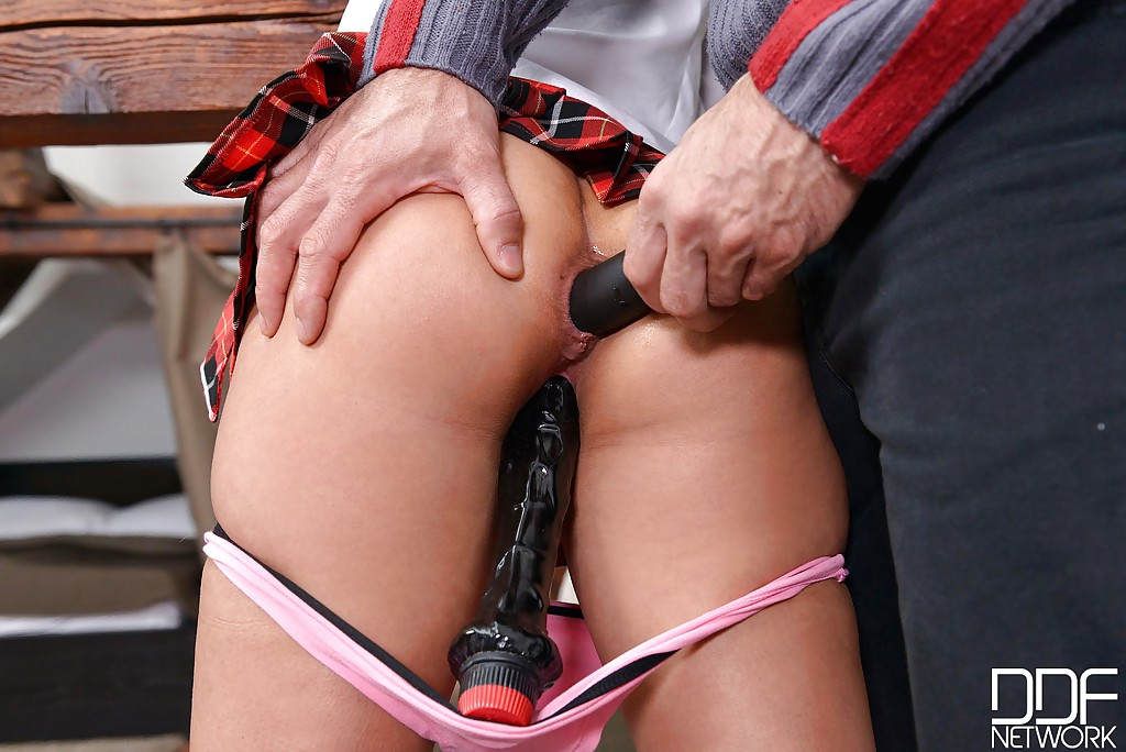 Мужик наказал кошечку поркой - фото #4