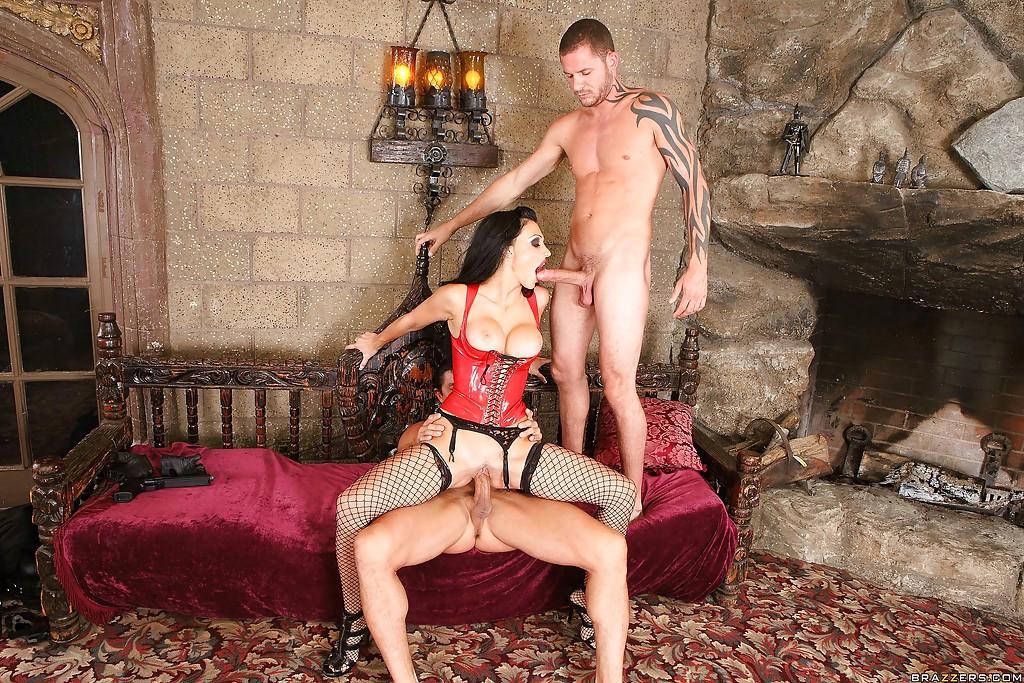 Коварная вампирша Aletta Ocean обожает мужские члены - фото #9