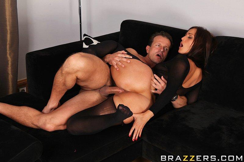 Супруга вошла в роль порноактрисы - фото #9