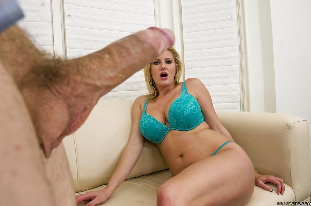 Мужик трахнул в зад блондинку Zoey Holiday в анал - фото #1