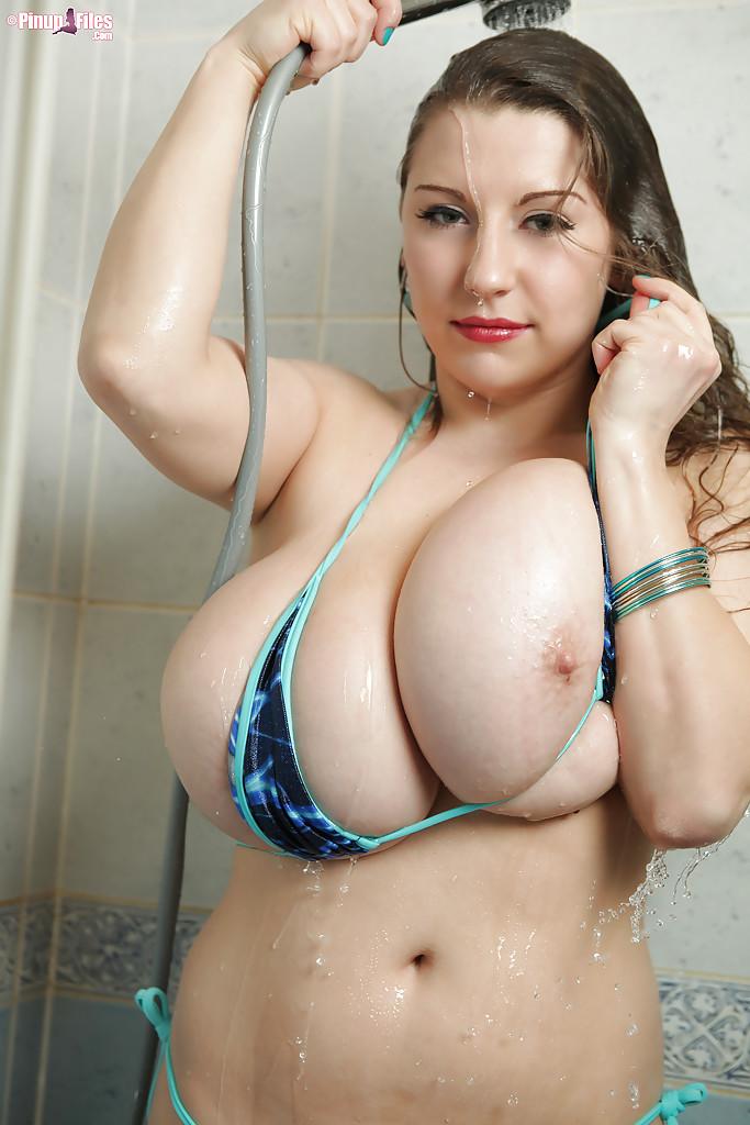 Толстушка Samanta Lily намывает большие сиськи в душе - фото #13